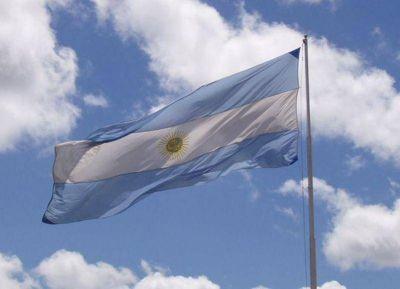Tras 24 años izando la bandera en el parque, el municipio la relevó sin explicaciones