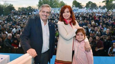 Con una polarización creciente, los Fernández siguen aventajando a la fórmula Macri-Pichetto