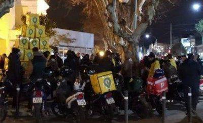 Protesta de trabajadores de Glovo: desde hace un año ganan el mismo salario