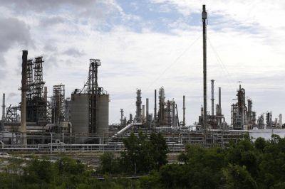 Golfo De México: cierran el 60% de las Industrias de petróleo y gas debido al avance de la Tormenta Tropical Barry