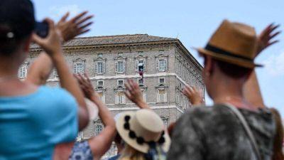 El Papa en el Ángelus: seamos capaces de tener compasión