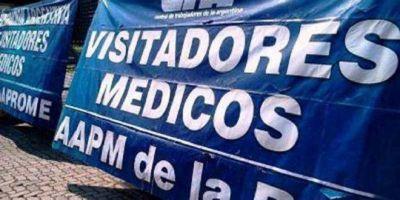 """Visitadores médicos se movilizaron contra despidos en la industria farmacéutica: """"son un fraude"""""""