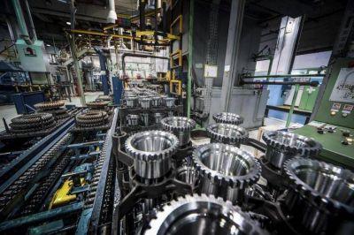 13 meses de caída en la capacidad instalada y 59.000 empleos menos en PyMes: la crisis de la industria
