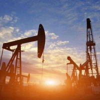 Suben los precios del barril tras renovarse la tensión en Medio Oriente