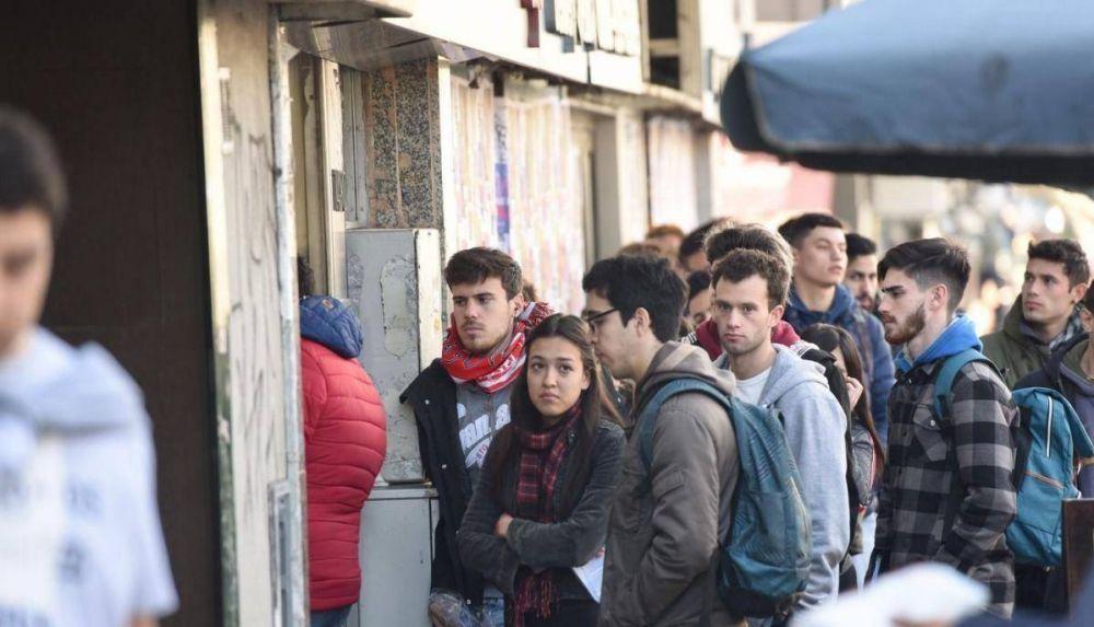 La mitad de los argentinos permanece en su trabajo sólo por temor al desempleo