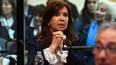 Cristina Kirchner le informó a Claudio Bonadio que quiere ir a juicio oral por la causa de los cuadernos