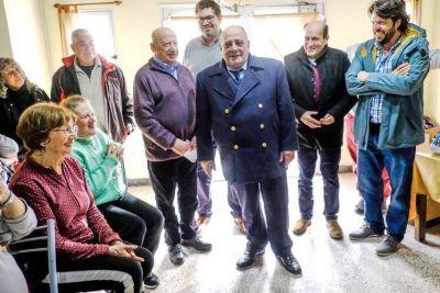 Arroyo comenzó a desandar el camino rumbo a las PASO en compañía de jubilados