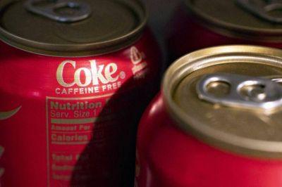 Coca-Cola anota récord tras aumento en volumen global de bebidas