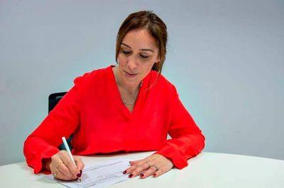 Vidal convoca a padres para no quedar atada a los gremios docentes