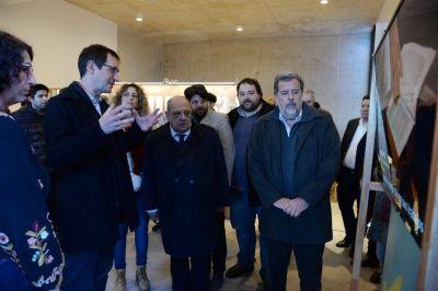 """Arroyo visitó la exposición """"Ruta Darwin en Mar del Plata"""""""