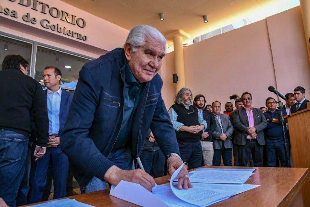 Pereyra también le declara la guerra al autoservicio de combustibles