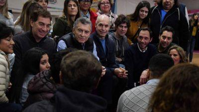 Jóvenes y celestes, los votos que busca el Gobierno para alcanzar a Alberto