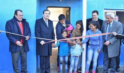 El gobernador rescató el aspecto solidario del programa habitacional