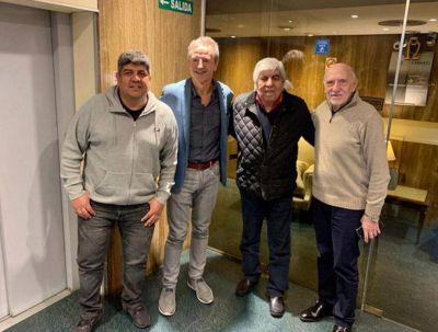 Hugo y Pablo Moyano se reunieron con los directivos del gremio del seguro