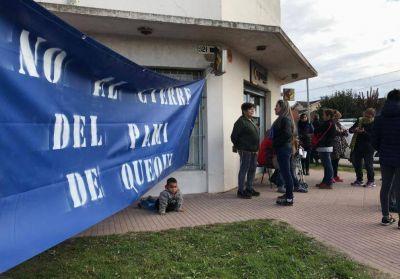 Jubilados tomaron las oficinas del PAMI en Quequén para resistirse al cierre