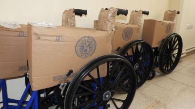 Una vecina necochense que reside en Alemania donó cuatro sillas de ruedas al hospital