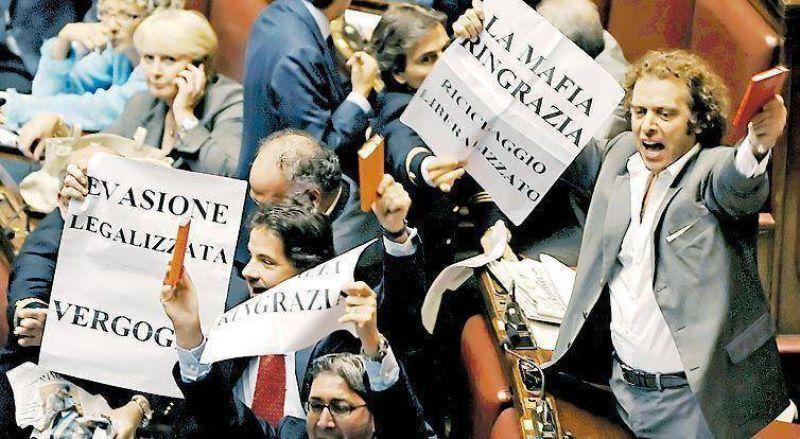 Luz verde para la polémica ley de perdón fiscal de Berlusconi