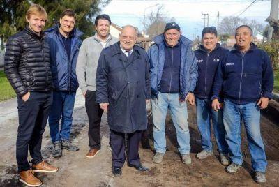 El intendente municipal recorrió obras de bacheo de hormigón en San Juan y en Friuli
