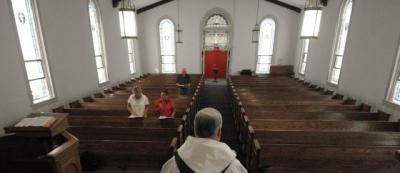 España deja de ser católica: Los no creyentes superan a los practicantes