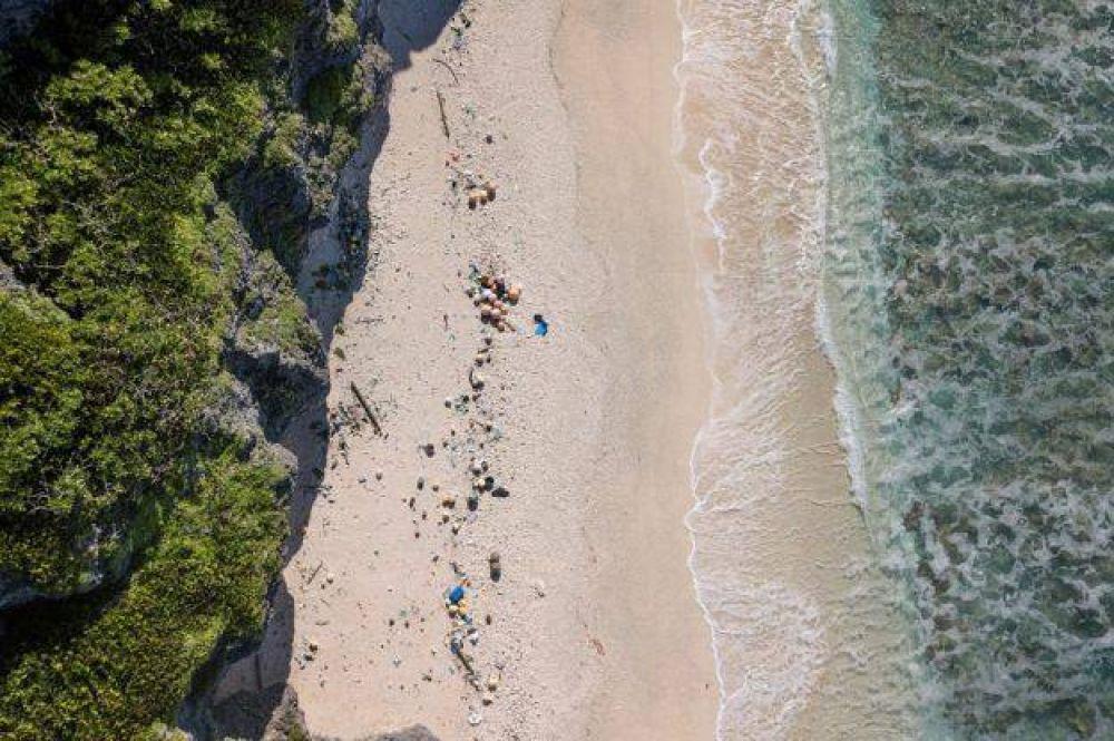 La Isla Henderson, un paraíso del Pacífico arruinado por el plástico