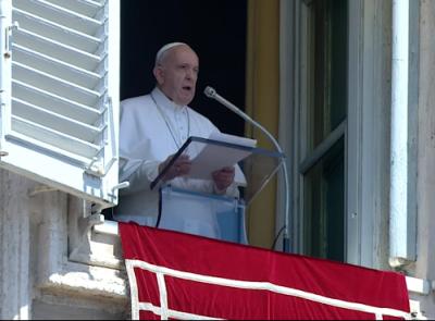 Papa explica en el Ángelus cómo se deben atesorar riquezas para el cielo