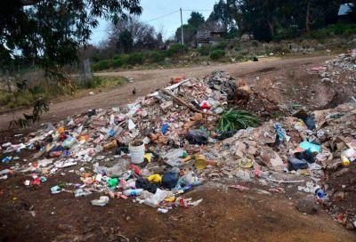 Tras la denuncia por el basural en un lote de Villa Cordobita, el Municipio infraccionará al dueño
