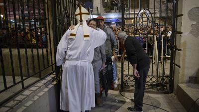 En época de desempleo, miles de fieles acuden a San Cayetano