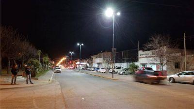 Comenzó el recambio de luminarias en la avenida 75: Colocan 80 nuevas lámparas LED