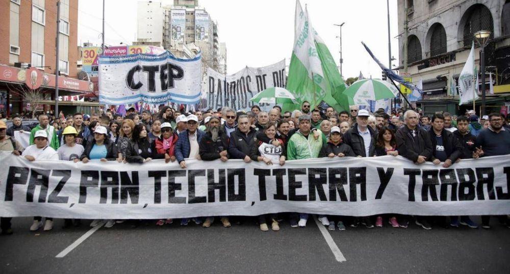 """Gremios y movimientos sociales marcharon a San Cayetano por """"Paz, Pan y Trabajo"""""""