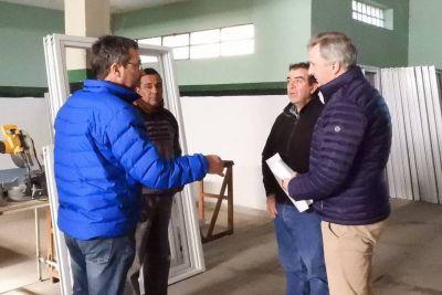 El municipio entregó ventanas a otras dos instituciones deportivas