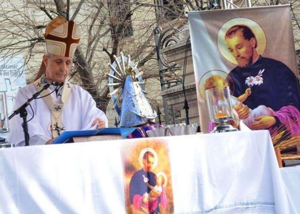 Fieles piden a San Cayetano por unidad, pan y trabajo