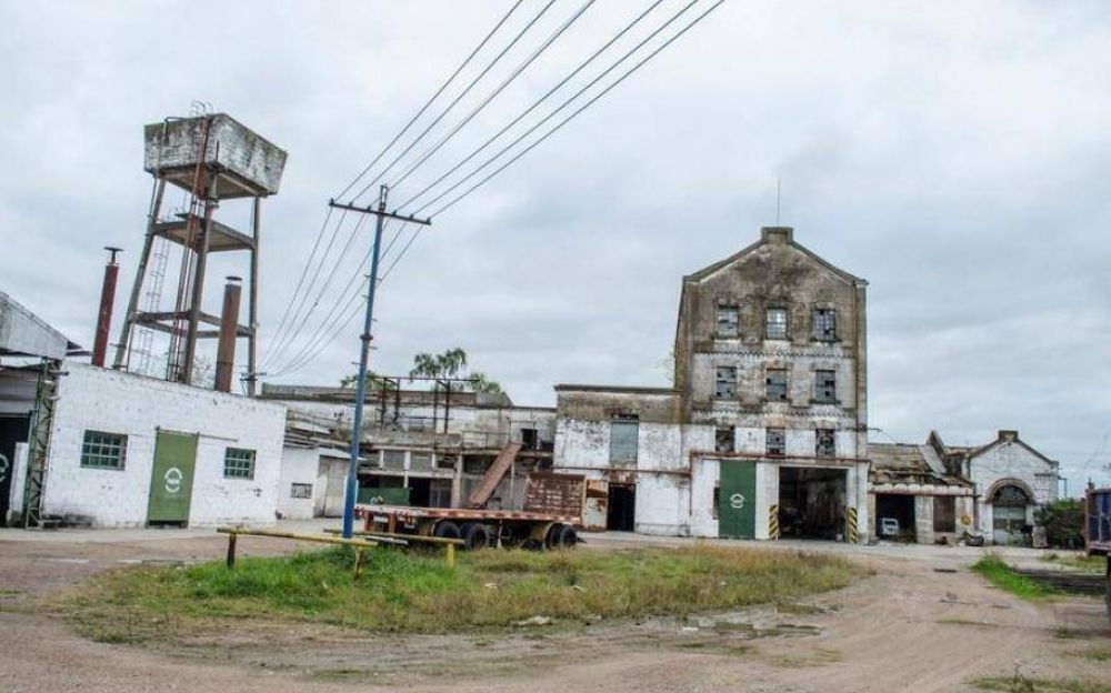 Azul: recuperaron la fábrica en 2012 y ahora la crisis los empujó a un nuevo cierre