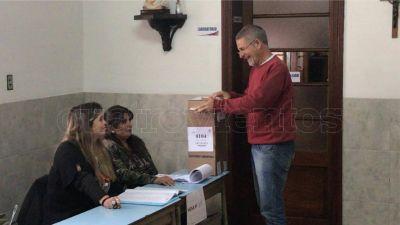 Votó Carlos Mancino, el precandidato a intendente de la Izquierda