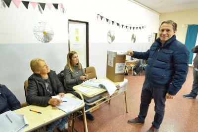 """Fernando Gray: """"Esperamos que sea una jornada tranquila y en democracia"""""""
