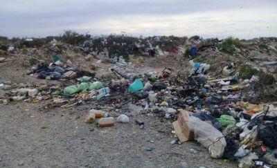 La basura sigue cubriendo la ciudad de Rawson