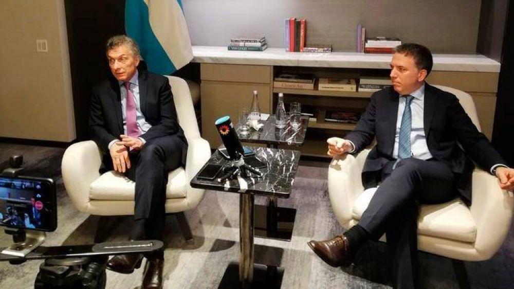 Macri ordenó a Dujovne diseñar un paquete económico destinado a la clase media que aún no tiene financiación pública
