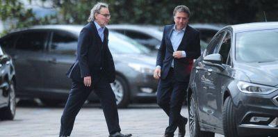 Un Gobierno al rojo vivo: entre renuncias, promesas incumplidas y pases de factura