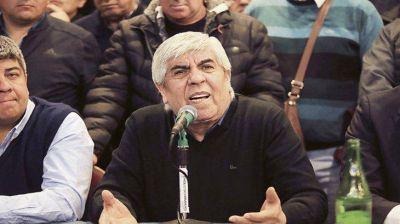 CGT quiere a Macri fuera de la campaña y evitar impacto de la devaluación
