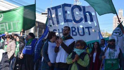 Conflicto con los empleados estatales en Chubut: el gobierno provincial pagará los sueldos en forma escalonada y crece la tensión