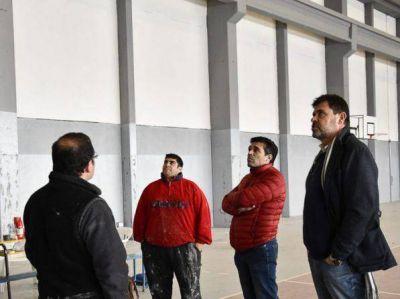 Polideportivo: López observó la continuidad de los trabajos de puesta en valor