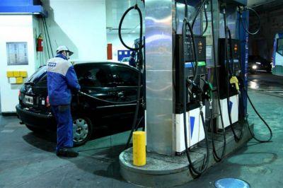 El Gobierno evaluó aplicar la Ley de Abastecimiento para ordenar el congelamiento de las naftas