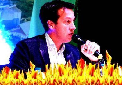 Rojas le pegó a López por las obras, pero la mentira le salió mal y se prendió fuego