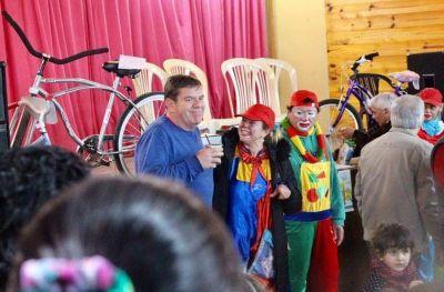 Guillermo Montenegro participó de los festejos del Día del Niño en el Mercado Comunitario