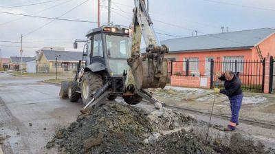 Trabajos de señalización y reparación de redes cloacales en diversos puntos de Río Gallegos