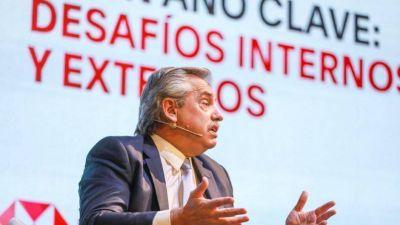 Alberto busca romper el aislamiento internacional con viajes a México y España