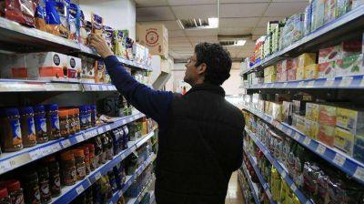 Las ventas en supermercados cayeron 13,2% en junio y acumulan 12 meses en baja