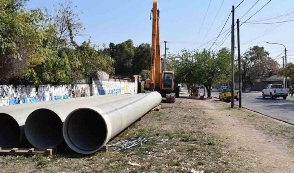 Inicia obra del nuevo desagüe pluvial Balcarce sobre la calle Viano