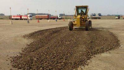 Se realizan trabajos de mantenimiento en el predio de la Playa municipal de Camiones