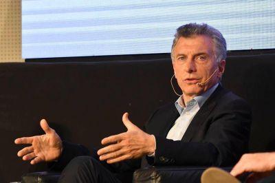 El Gobierno acusó a Alberto Fernández por la suba del dólar y el riesgo país