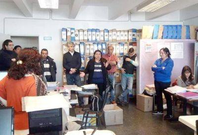 Dirigentes sindicales impidieron que Luis Distéfano retirara legajos de 3200 maestros municipales